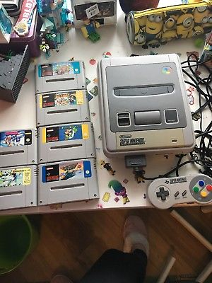 Super Nintendo Entertainment System Console  with 6 games In full working order