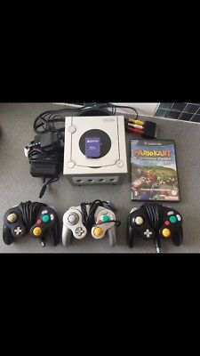 Nintendo GameCube, 3 controllers And Mariokart